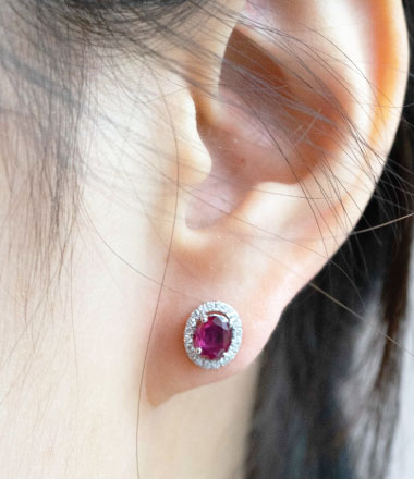 Earring with gemstone
